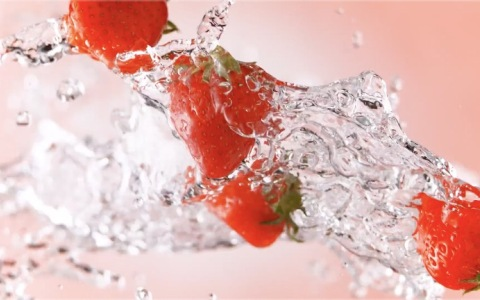 Volvic Juiced strawberry by Foodfilm